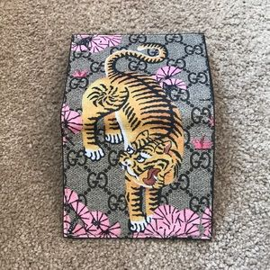 0378bb4adeb Gucci Bags - AUTHENTIC Gucci Gg Supreme Bengal Card Case Wallet
